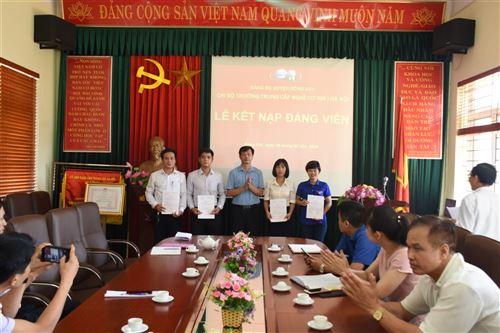 Kết nạp Đảng viên mới năm 2019 của Chi bộ Trường Trung cấp nghề Cơ khí I Hà Nội